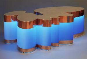 guy-de-rougemont-table-nuage-bleu-éclairage-néon-Actif-Signal