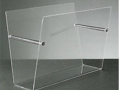 Meubles transparents de salon au design unique david lange for Meuble porte journaux
