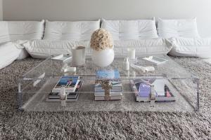 Table basse transparente coffre