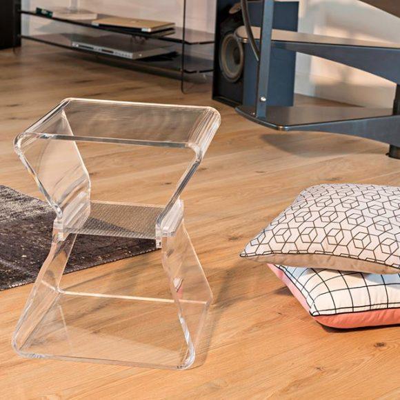 Améliorez la luminosité de votre maison grâce à des meubles transparents